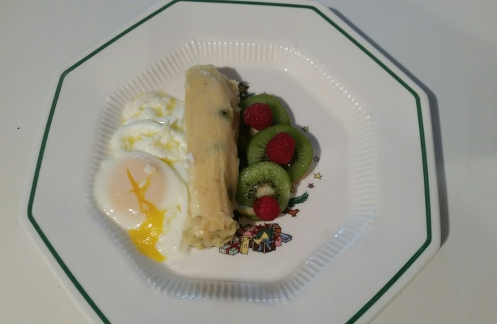 Roasted Green Chili & Jack Cheese Tamales with Steamed Eggs